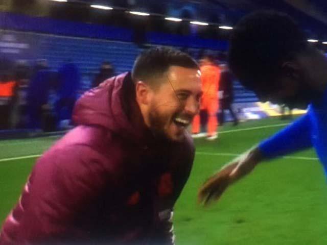 """Fan Real căm phẫn Hazard vụ """"ăn mừng"""", Chủ tịch Perez sôi máu tính bán luôn"""