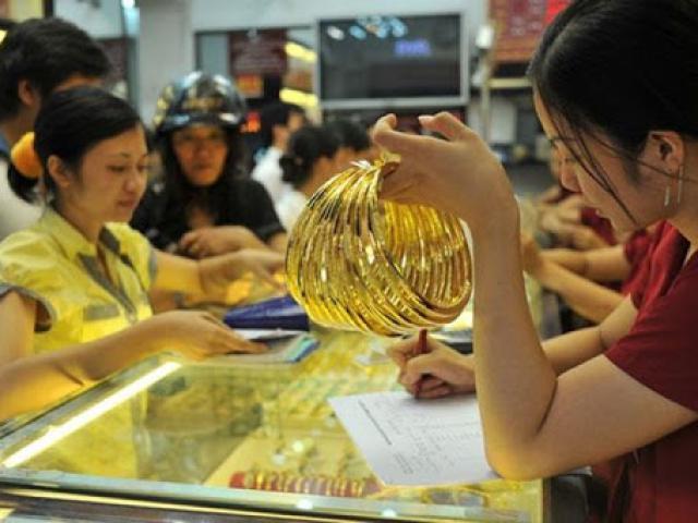 """Giá vàng hôm nay 7/5: Đột ngột tăng """"bốc đầu"""", phá đỉnh 11 tuần"""