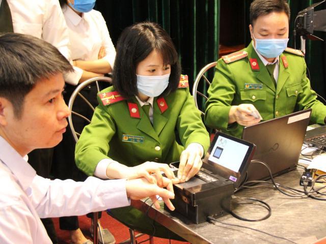 Hà Nội: Tạm dừng cấp căn cước công dân ở hai huyện