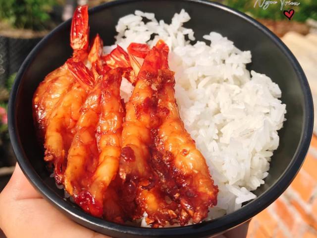 Tôm đừng luộc với rang nữa, thử làm ngay món này nhậu cũng ngon mà ăn kèm cơm cực đỉnh