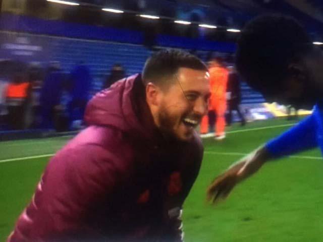 """Hazard lại hứng """"gạch đá"""" vụ """"ăn mừng"""" Chelsea vào chung kết Cúp C1"""