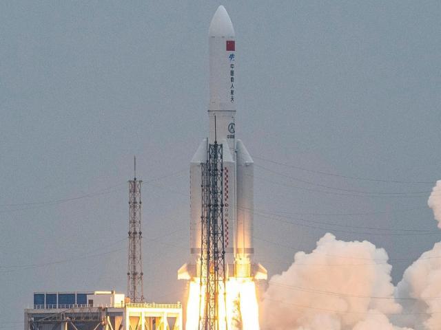 Chuyện gì xảy ra khi tên lửa khổng lồ nặng 22 tấn của Trung Quốc đâm xuống Trái đất?
