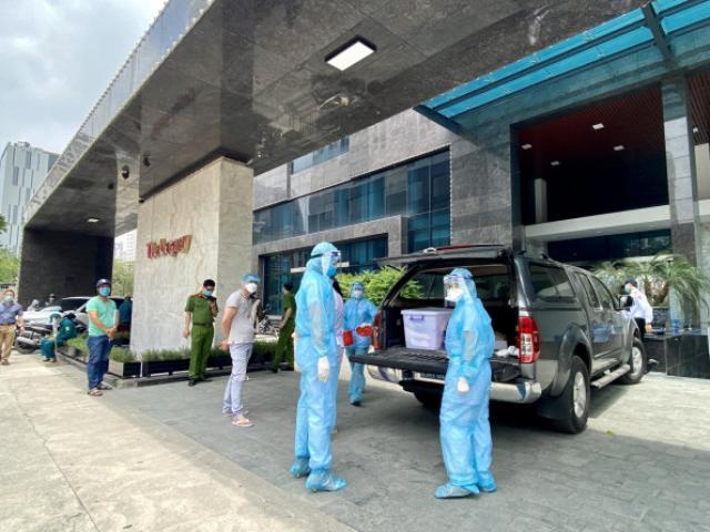 Clip: Phong toả một chung cư cao cấp có ca dương tính SARS-CoV-2