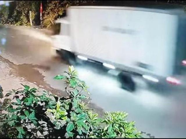 """Ô tô mất lái do đi với tốc độ """"kinh hoàng"""""""