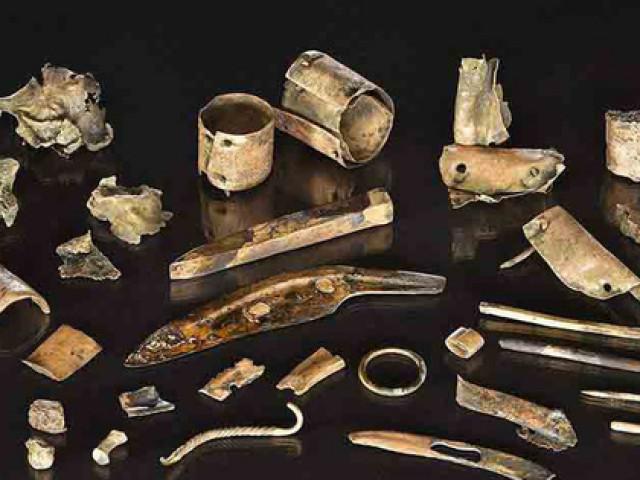 """Khai quật hàng đống """"ve chai"""", hóa ra kho tiền cổ vô giá 2.300 tuổi"""