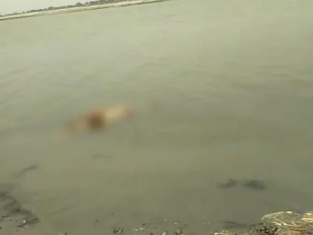 Ấn Độ: Phát hiện loạt thi thể người nghi nhiễm Covid-19 trôi sông Hằng ở vùng đất thiêng