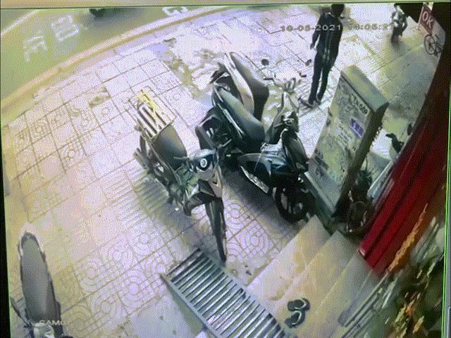 Clip: Tài xế xe công nghệ lao phương tiện vào tên trộm bẻ khóa xe SH