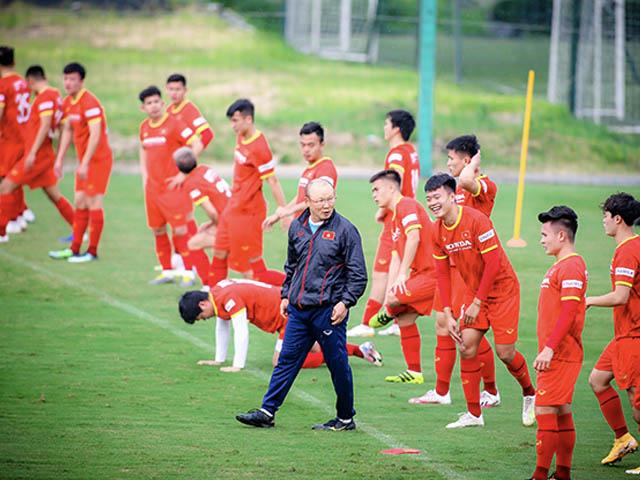 ĐT Việt Nam họp kín hơn 30 phút, thầy Park sợ lộ chiến thuật đua vé World Cup