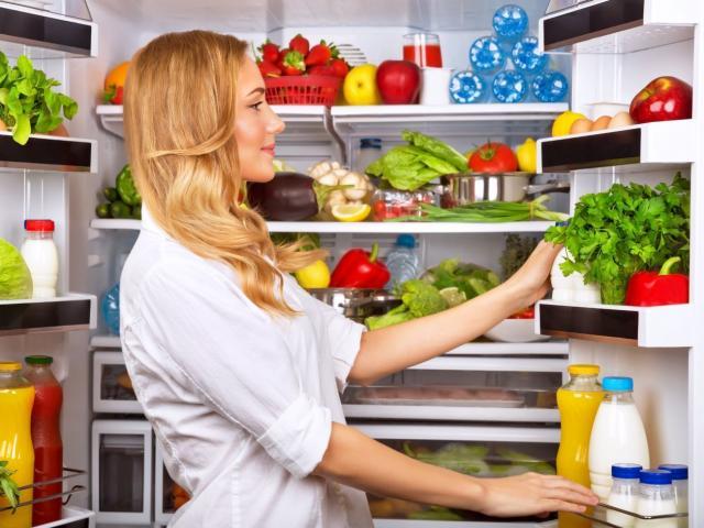 3 mẹo khử mùi làm sạch tủ lạnh rất dễ làm nhưng không phải ai cũng biết