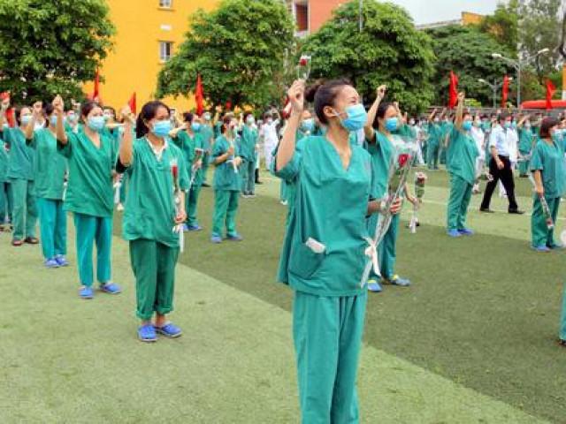 Quảng Ninh cử 200 cán bộ y tế hỗ trợ Bắc Giang chống dịch COVID-19