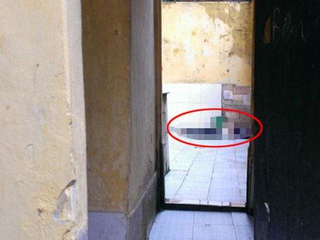 Bố dượng phát hiện bạn gái của con trai thoi thóp trong nhà tắm: Buổi chiều định mệnh