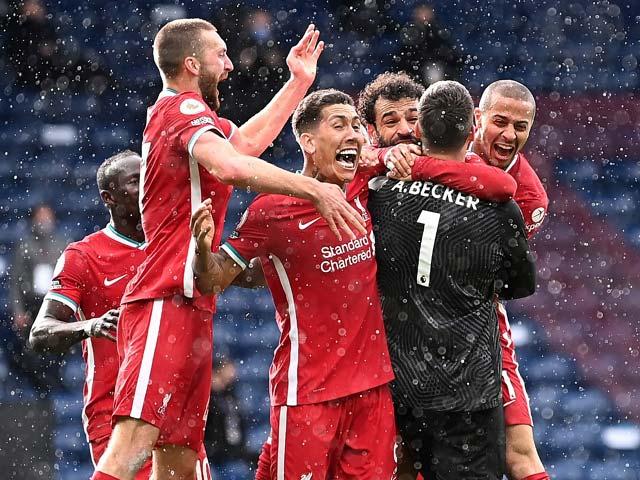 """Choáng thủ môn Alisson ghi """"bàn thắng vàng"""" cho Liverpool, lập kỳ tích chưa từng có"""