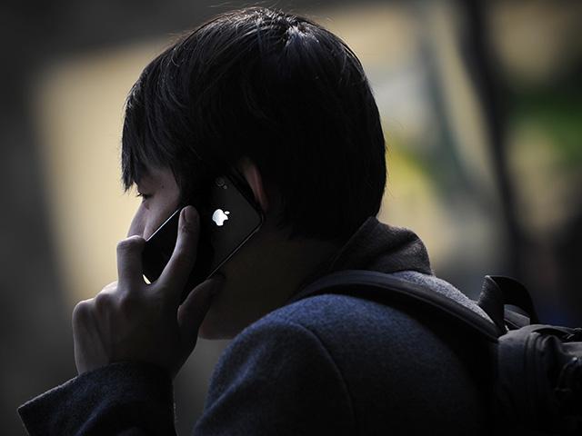 """Vì sao người dùng iPhone bị xem là """"nô lệ kỹ thuật số""""?"""