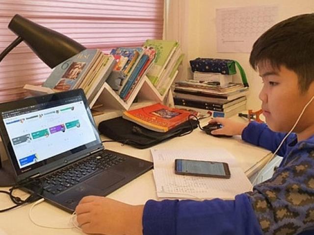 TP.HCM: Trường học tổ chức tổng kết năm học trực tiếp và trực tuyến