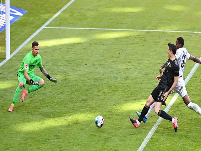 Video Bayern Munich - Augsburg: Đại tiệc 7 bàn, Lewandowski lập siêu kỷ lục