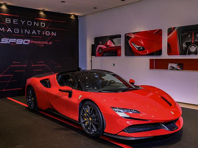"""Bộ đôi siêu phẩm Ferrari giá """"triệu đô"""" ra mắt tại Việt Nam"""