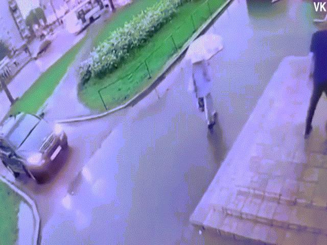 Video: Cảnh tượng gây choáng sau pha sét đánh ở Nga