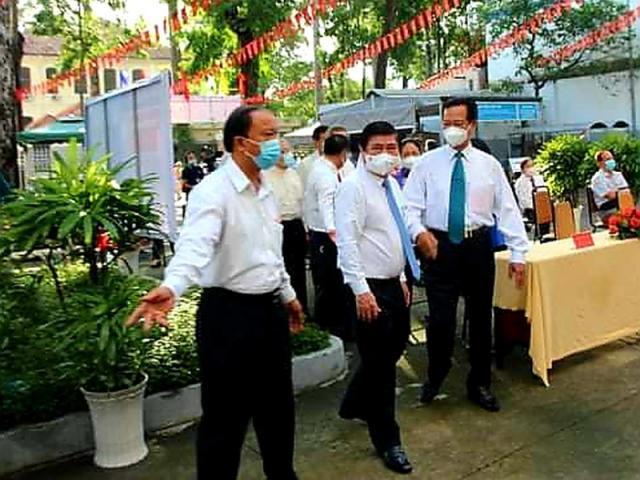 Video: Nguyên Thủ tướng Nguyễn Tấn Dũng bỏ phiếu bầu cử
