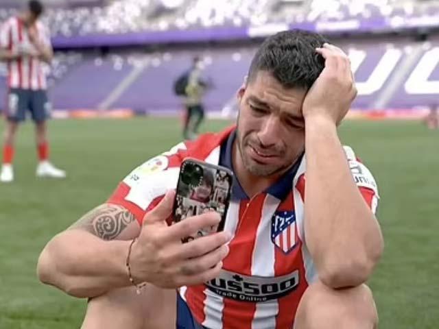 """Suarez khóc nức nở """"kể tội"""" Barca ngày vô địch La Liga, bất ngờ nói về Messi"""