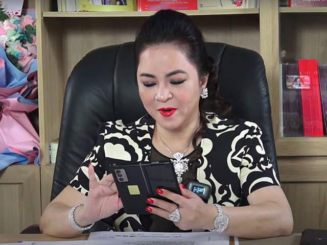 Livestream xô đổ mọi kỷ lục, bà Phương Hằng để lộ siêu phẩm smartphone 50 triệu đồng