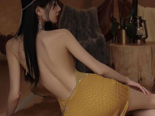 """""""Miêu nữ"""" Trung Quốc mặc đẹp kiểu váy hở lưng gợi cảm"""
