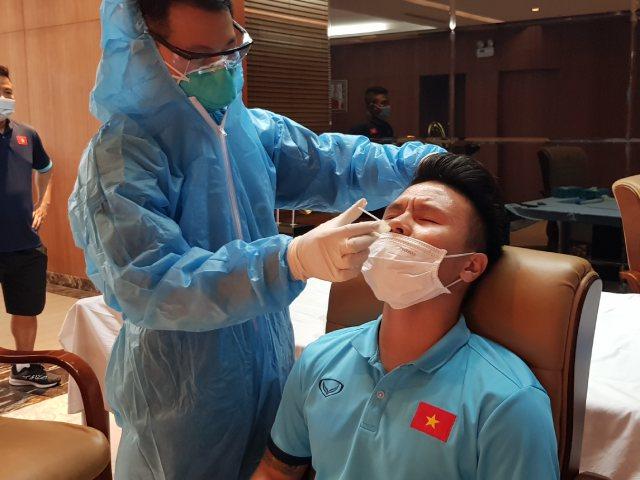 """ĐT Việt Nam họp kín, thầy Park ra lệnh cho học trò """"không được sợ"""""""