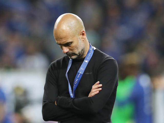 """Tin mới nhất bóng đá tối 1/6: Pep Guardiola vẫn bị đay nghiến vì quyết định """"lạ"""""""