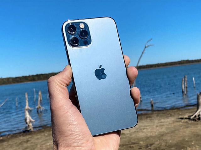 """""""Câu"""" thành công…. iPhone 12 Pro 5G ra khỏi kênh nhờ Magsafe"""