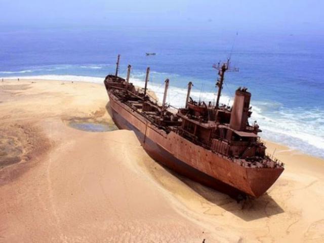 Xác con tàu cổ được tìm thấy trên sa mạc, bên trong chứa đầy vàng