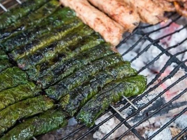 Đừng nấu sốt vang nữa, thịt bò cuốn với lá này nướng lên thì còn gì tuyệt bằng