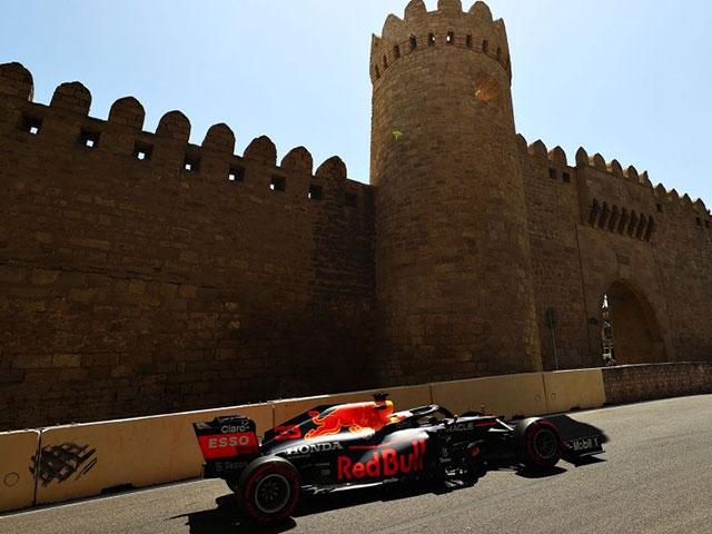 """Đua xe F1, chạy thử Azerbaijan GP: """"Bò húc"""" thống trị, Mercedes """"mất tích"""" trong top 10"""