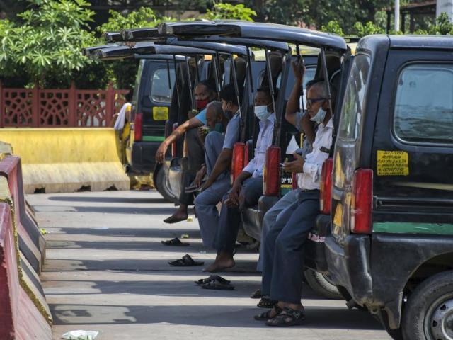 Ấn Độ bắt đầu nới phong tỏa, chuyên gia phập phồng lo lắng