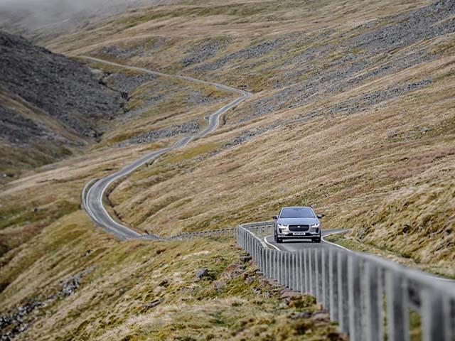 Jaguar I-Pace trong một lần sạc vượt đoạn đường tương đương lên đỉnh Everest