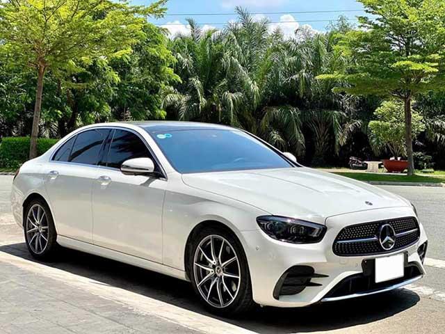 """Mercedes-Benz E 300 AMG 2021 """"chạy lướt"""" bán lại lỗ trăm triệu"""