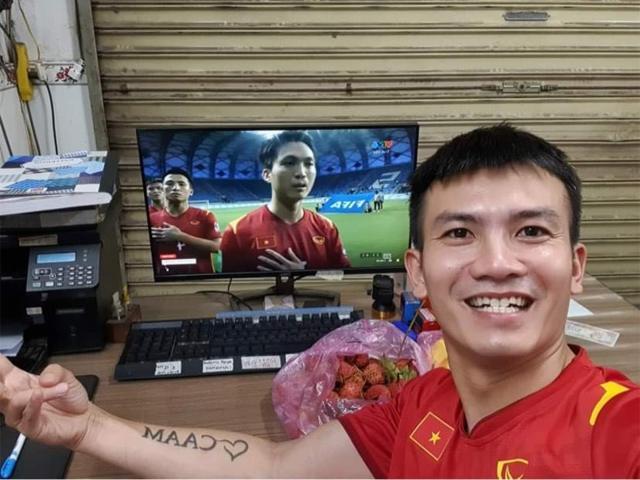 Việt Nam thắng Indonesia 4-0 giữa mùa dịch: Người đeo khẩu trang, người đóng cửa cổ vũ