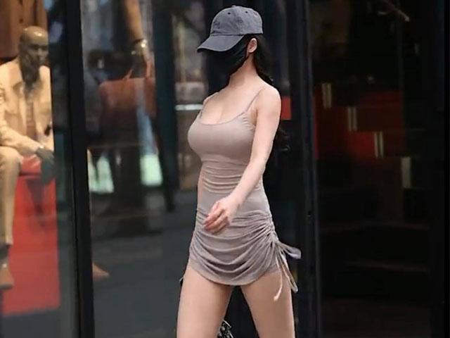 av 1623294010 677 width640height480 Nữ tiếp viên hàng không chuộng mốt váy bó, gợi cảm vừa đủ để lúc nào cũng đẹp