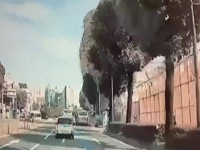 Video: Tòa nhà 5 tầng ở Hàn Quốc đổ sập ngang đường, chôn vùi xe buýt chở nhiều người