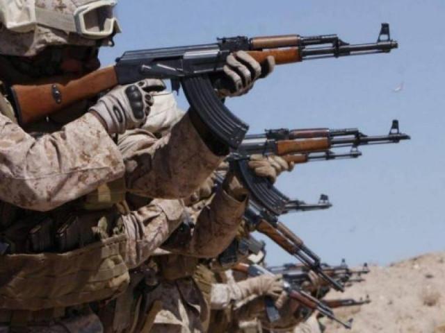 """Xạ thủ Mỹ nói về AK-74: """"Thứ chết tiệt này vẫn bắn được khi ngâm nước mặn"""""""