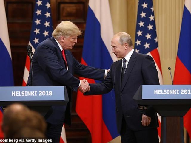 """Ông Trump nhắn ông Biden """"đừng ngủ gật"""" khi họp với ông Putin"""