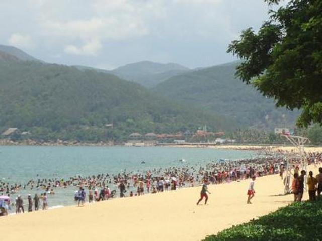 Bình Định yêu cầu không tụ tập đông người tắm biển tết Đoan Ngọ và xem EURO 2021