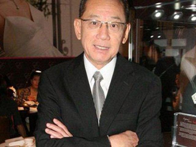 """Anh thợ đồng hồ vô danh ngồi """"ngai vàng"""" quyền lực nhất Hong Kong"""