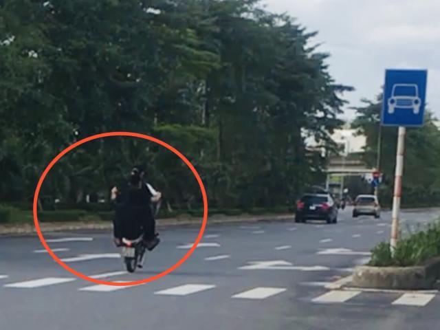 """Clip: Bốc đầu, chạy xe máy 1 bánh, 3 người giỡn mặt """"tử thần"""" trên phố"""