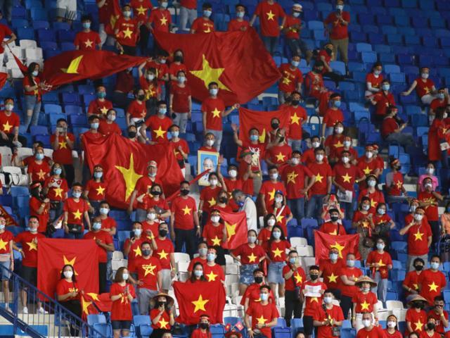 """Liên đoàn bóng đá UAE nói gì trước thông tin """"ôm"""" hết vé của CĐV Việt Nam?"""