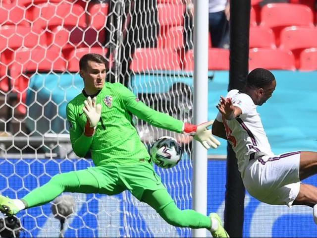 Thêm cú sốc EURO: Fan ĐT Anh ngã từ khán đài, tính mạng nguy kịch