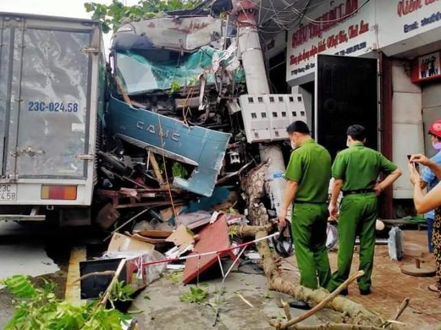 Vụ tài xế container đánh lái cứu 2 người: Công ty điện lực nói gì?