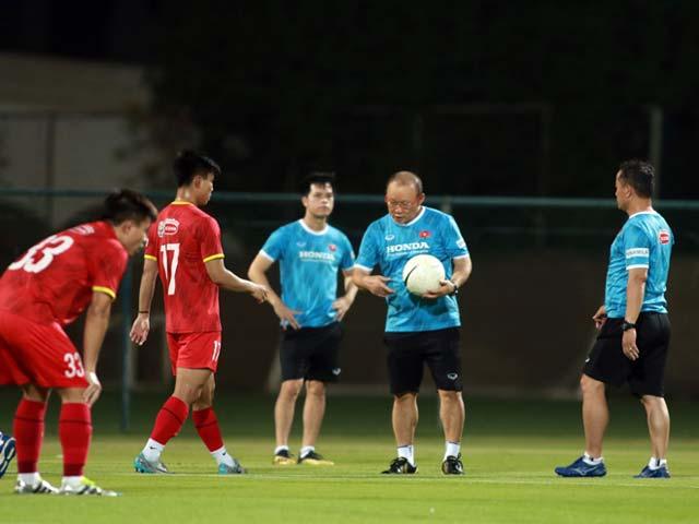 Đích thân HLV Park Hang Seo thị phạm cho SAO HAGL ở ĐT Việt Nam