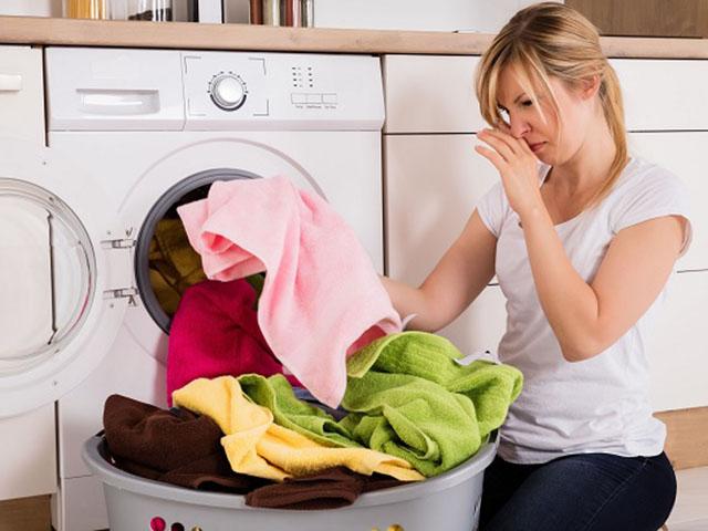 Những mẹo giúp loại bỏ mùi hôi khó chịu trong máy giặt