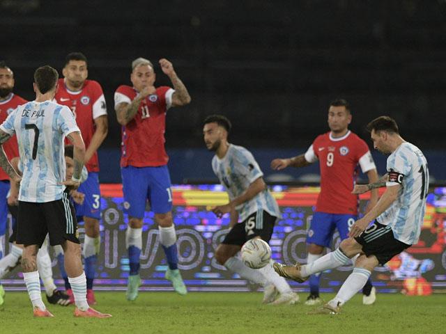 Video Argentina - Chile: Messi đá phạt đẳng cấp, cay đắng VAR (Copa America)
