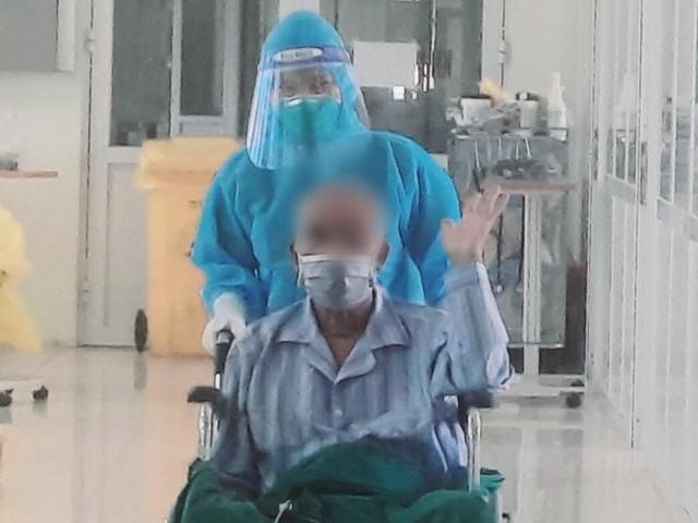 """Bệnh nhân COVID-19 nguy kịch được xuất viện sau 40 ngày """"thập tử nhất sinh"""""""