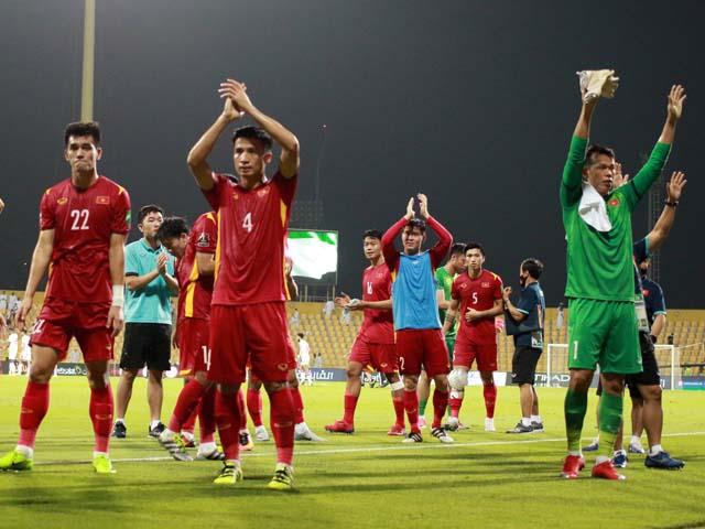 ĐT Việt Nam tri ân người hâm mộ ở UAE sau chiến tích lịch sử
